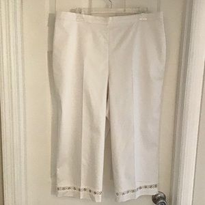Alfred Dunner Classic Fit White Capri Pants